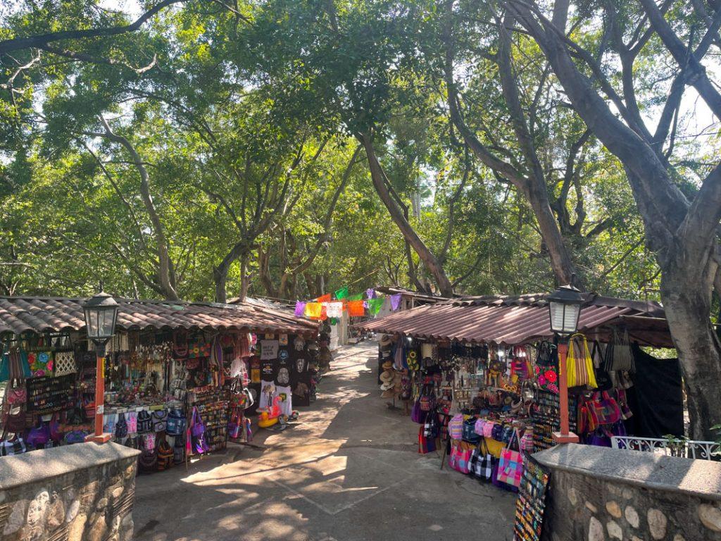 isla rio cuale market
